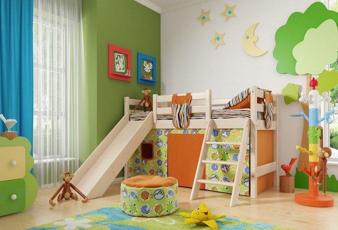 """Низкая кровать """"Соня"""" с наклонной лестницей и горкой"""