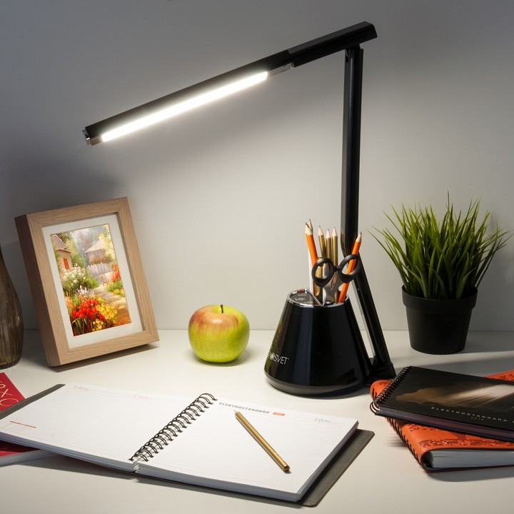 Как выбрать настольную лампу для стола